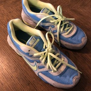 Nike Reax Youth Size 6 sneakers